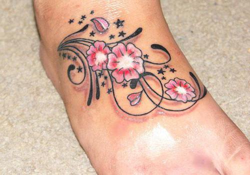 цветок тату на ноге
