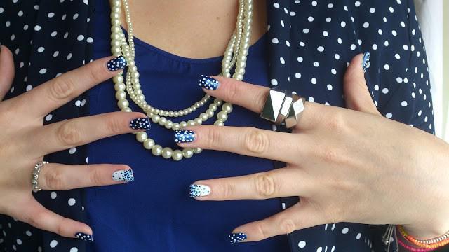 Праздничный маникюр под синее платье