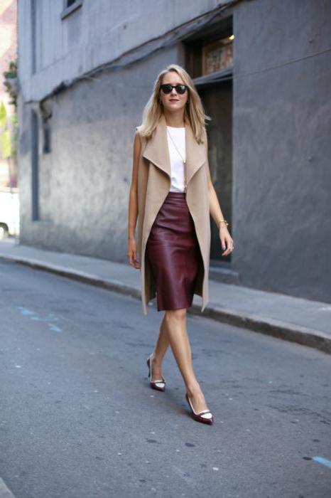 что носить с бордовой юбкой