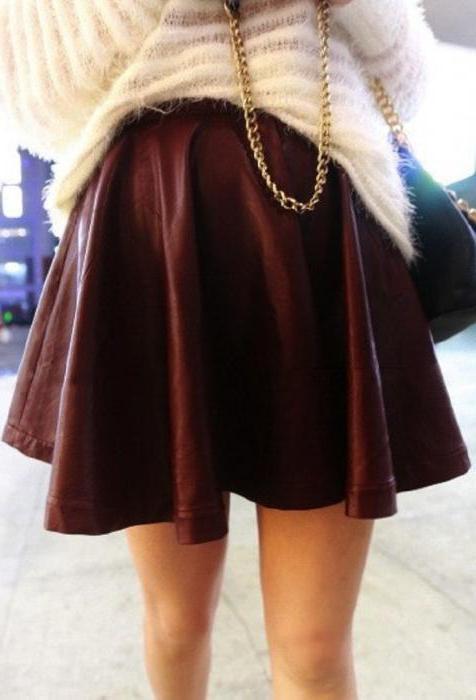 с чем носить бордовую кожаную юбку