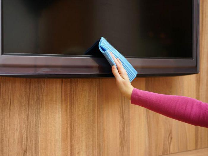 самая картинки как мыть монитор стол