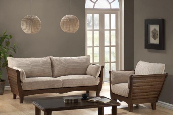 диваны с деревянными подлокотниками