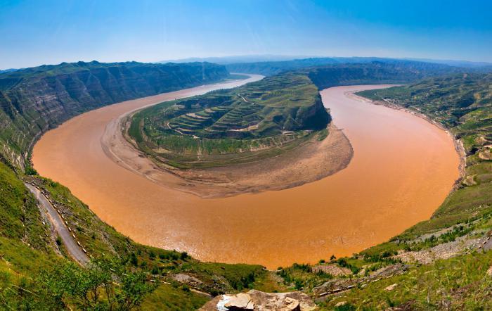 Существуют крупные реки и озера китая
