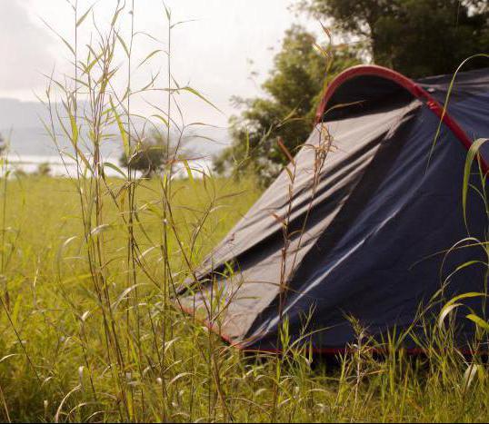 рыболовные места с палаткой
