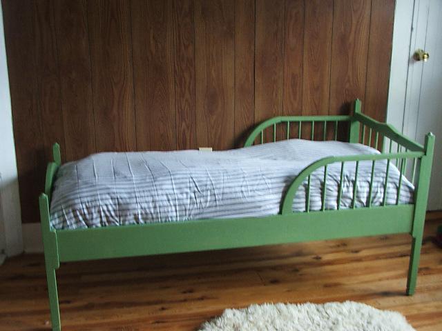 кровать детская с бортиком от 2 лет
