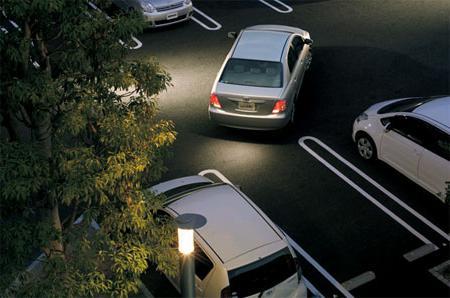 Важно понять траекторию движения передней...  Парковка задним ходом между автомобилями или параллельная парковка.