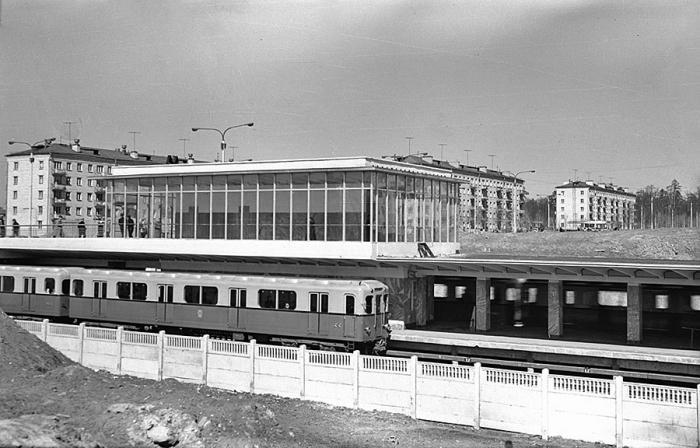 ТЦ «Горбушка»: станция метро «Багратионовская» имеет свои ...: http://fb.ru/article/130896/tts-gorbushka-stantsiya-metro-bagrationovskaya-imeet-svoi-dostoprimechatelnosti