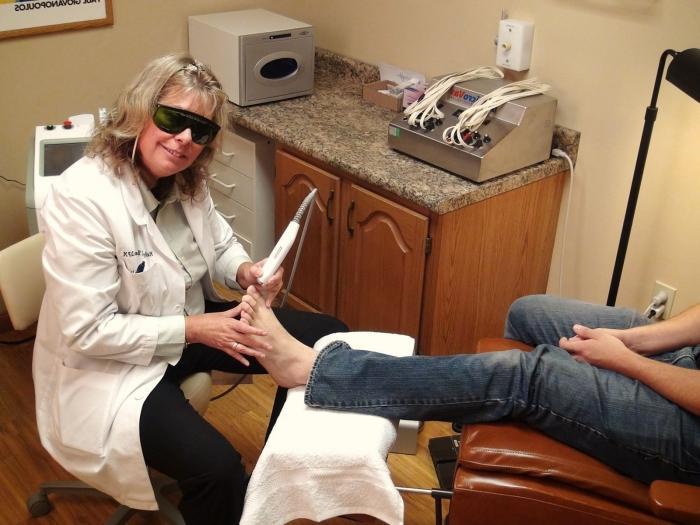 Как проводить лечение вросшего ногтя в домашних условиях?