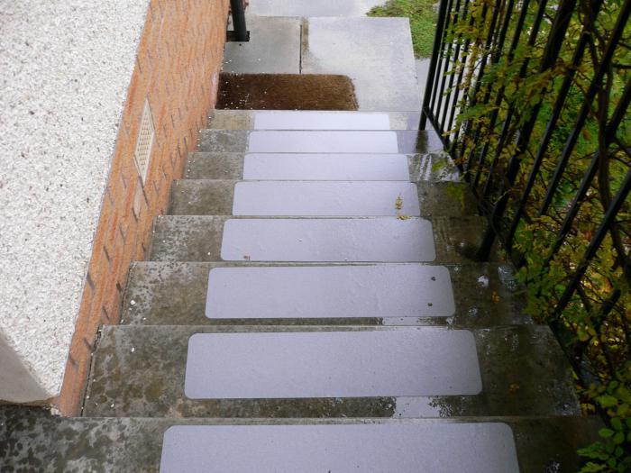 противоскользящие покрытия на ступени