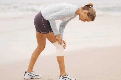 Что делать если колено опухло и болит Причины диагностика доврачебная помощь