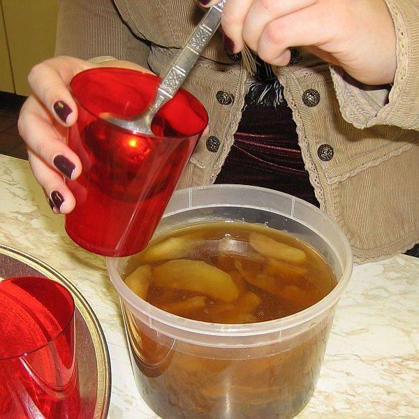 Узвар: рецепт насиченого напою із сухофруктів і десерти з нього