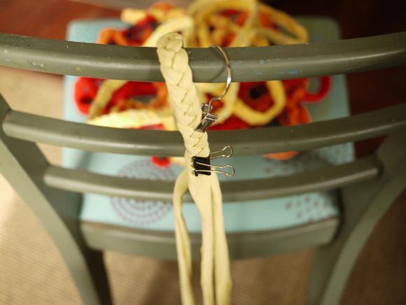 как сшивать коврик из косичек
