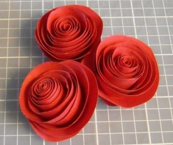бутоны роз из бумаги