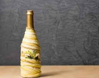 Рисунок на бутылке декупаж