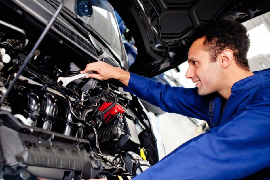 Двигатель в автосервисе