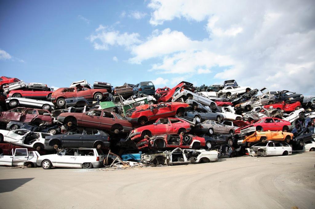 Склад разбитых машин