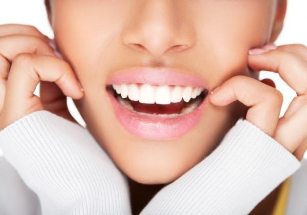 Отбеливает ли жевательная резинка зубы