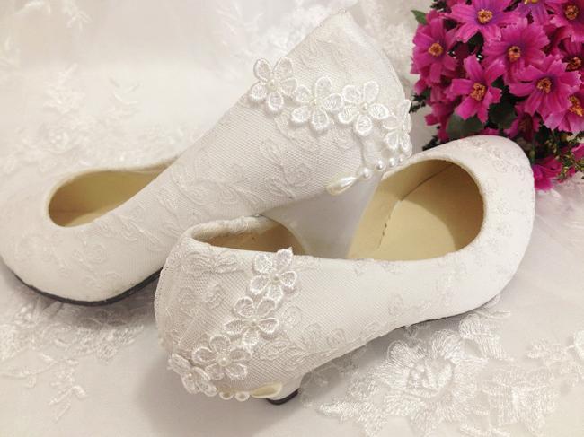 Модный тренд - свадебные туфли на низком каблуке