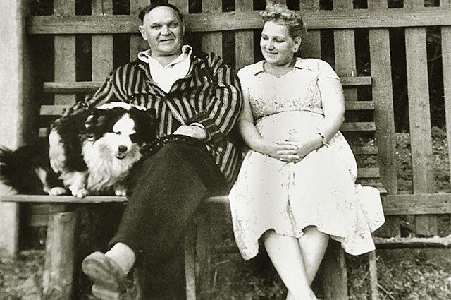 Vasily Ivanovich with his daughter Aza