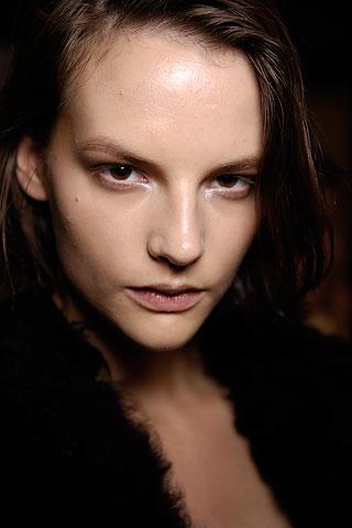 Глубоко посаженные глаза корректируются правильным макияжем