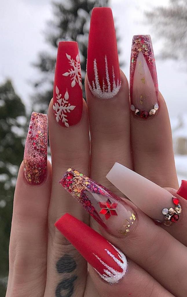 Christmas manicure with rhinestones