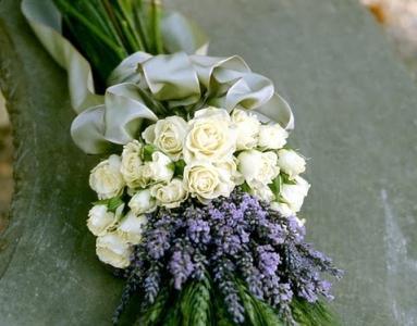 Оригинальный куст розы из бисера