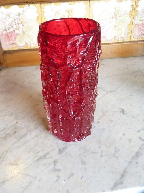 Рубиновое стекло - хрупкий материал из Древнего Египта