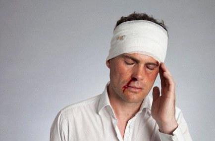 травмы черепа и мозга Сотрясение головного мозга у ребенка - причины, симптомы.