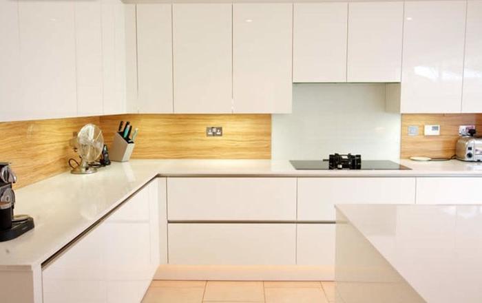 Ламинат на кухонном фартуке