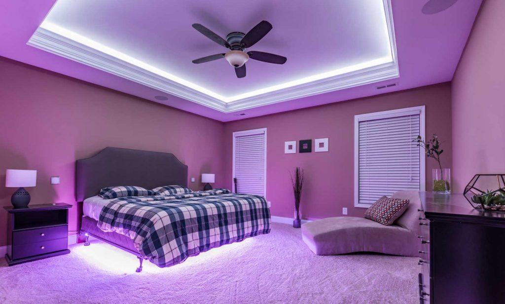 Неоновое освещение в спальне