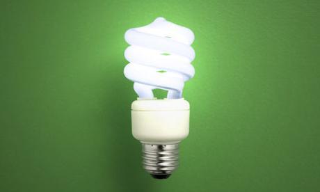 Почему выключенная энергосберегающая лампочка мигает?