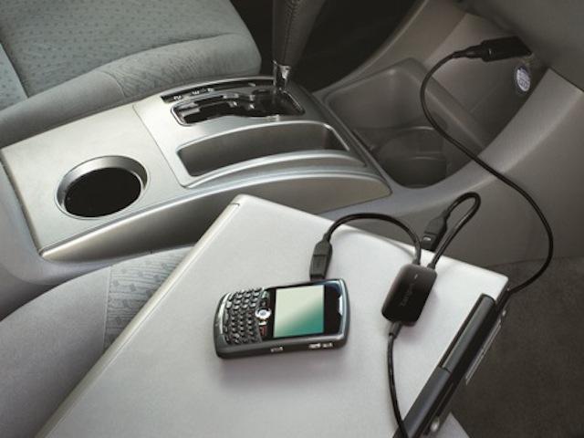 как заряжать нотубук в машине