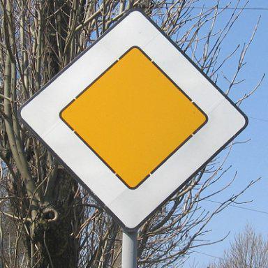 знаком главная дорога остановка