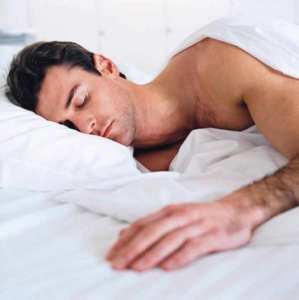 От чего у спящего мужчины стоит член