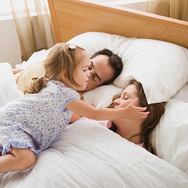 мама в кровати картинки