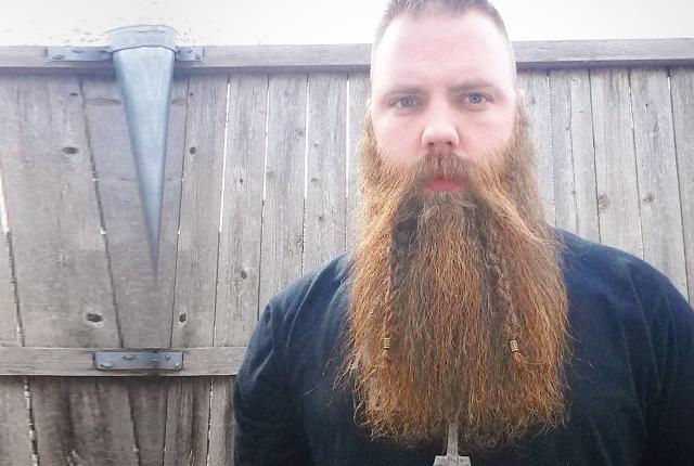 Как плести косичку на бороде?