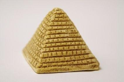 пирамида из бумаги