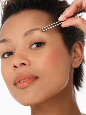 Как правильно щипать брови
