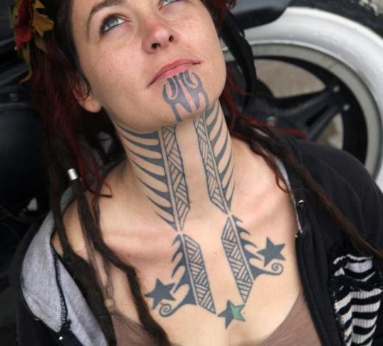 Татуировка на шее – украшение или вызов?