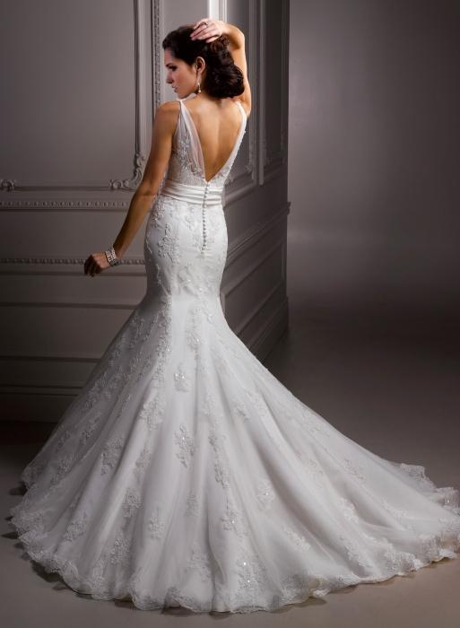 Химчистка свадебного платьица: стоит?