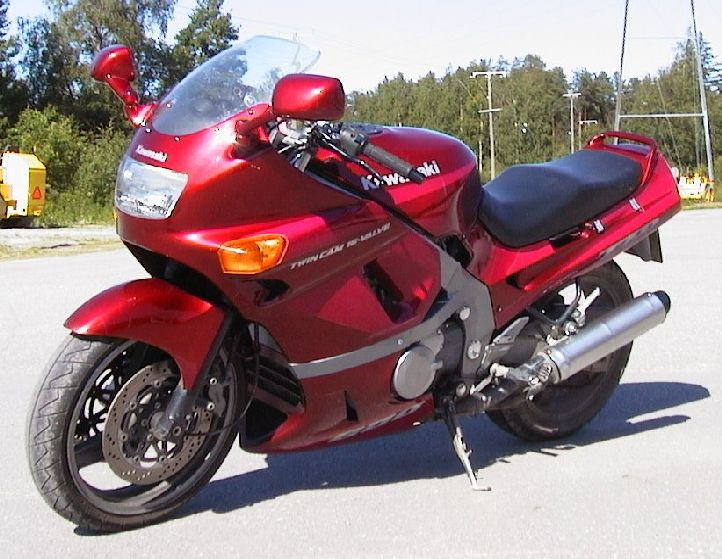 Kawasaki ZZR 600: спорт-турист на каждый день