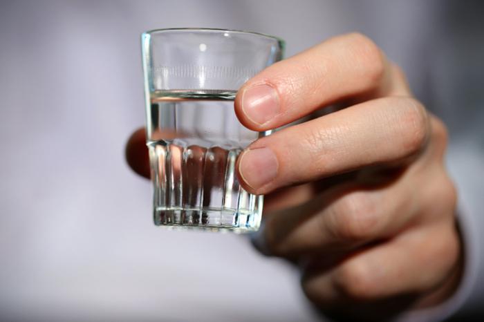 Во сне пить водку - к чему? Толкование сна