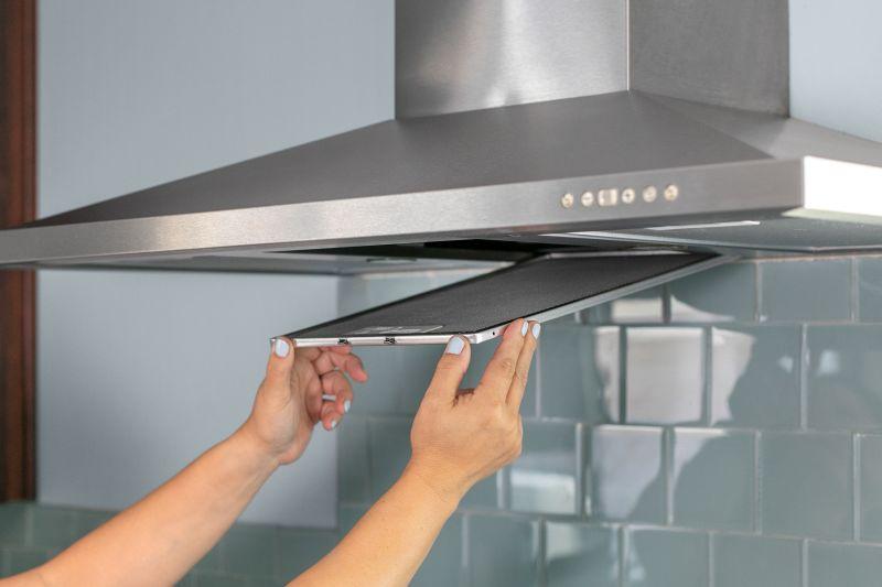 Как почистить вытяжку на кухне: эффективные средства и методы