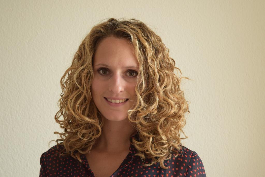 Крупная химическая завивка волос: средства и техника выполнения