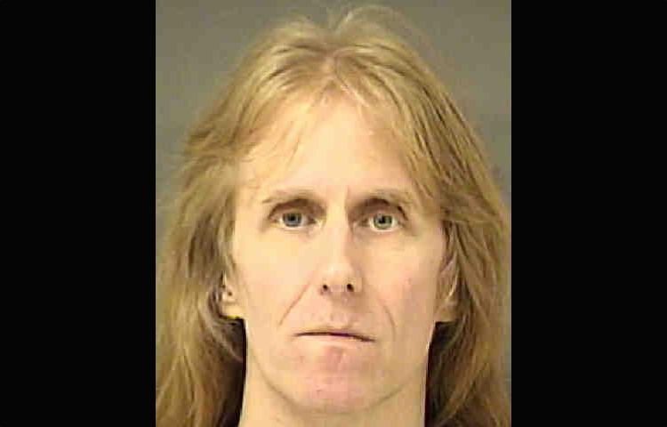 Гитарист Карл Логан арестован и не примет участие в мировом турне