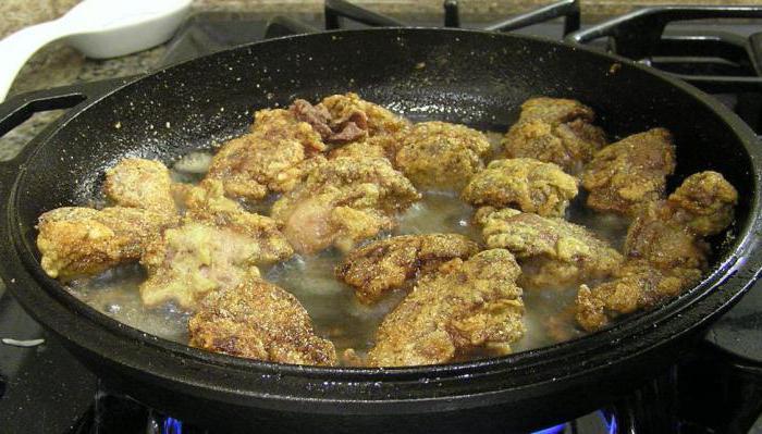 сколько минут жарить куриную печень на сковороде