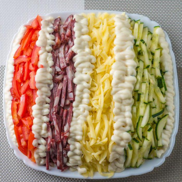 салат елисейские поля с копченой колбасой