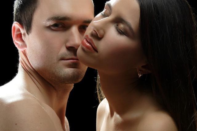 женщины любят парней младше знакомства