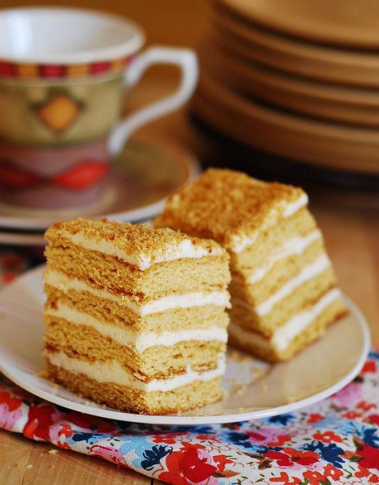 Западно-украинский сырный торт, или просто сырник - очень популярный в западной украине деревенский торт, который готовят в каждой деревне из свежего творога.