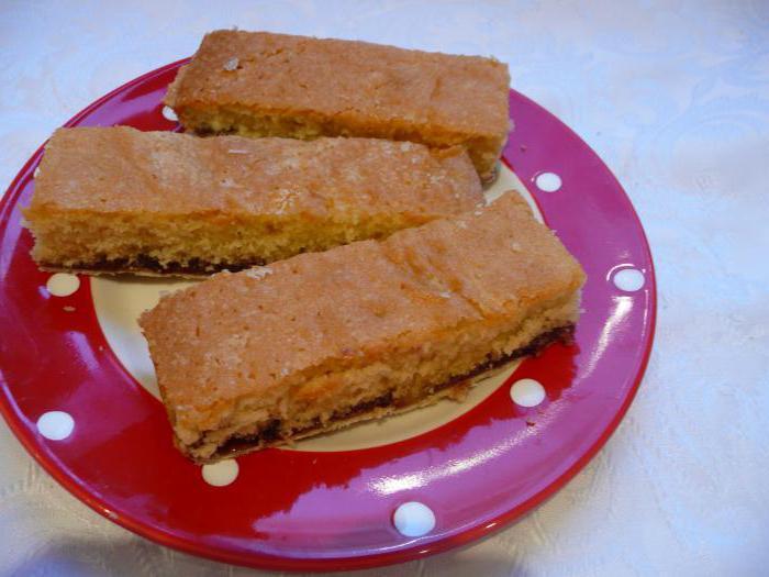 бисквит с вареньем на скорую руку